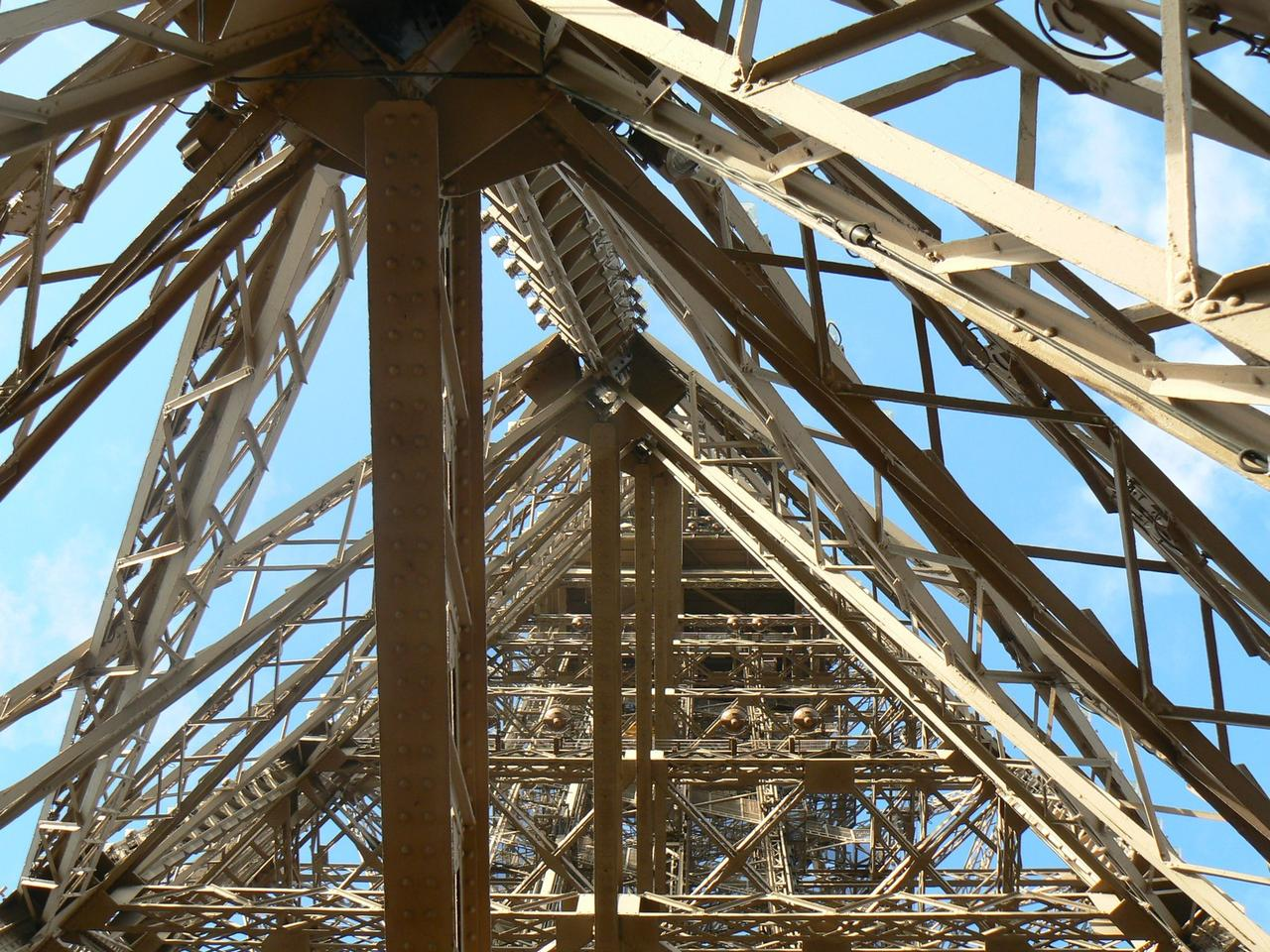 Eiffel-tower-003